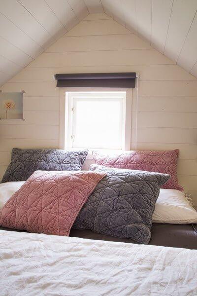 Poduszka welurowa QUILT - pudroworóżowa | koce-poduszki-pledy |