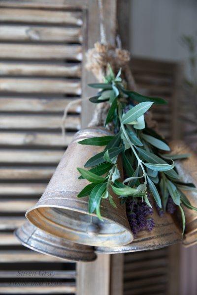 Dzwonek blaszany - złoty H-16,5cm | dodatki |