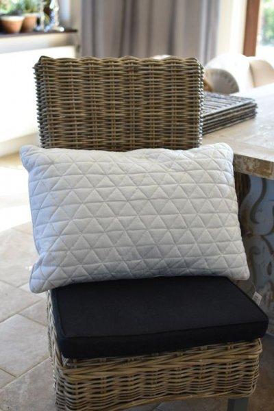 Poduszka dekoracyjna QUILT biała - podłużna | koce-poduszki-pledy |